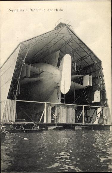 Ak Zeppelins Luftschiff in der Halle, Luftschiffhalle auf dem Bodensee
