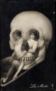 Künstler Ak La Morte, Paar fährt Schlitten, Totenkopf, Metamorphose