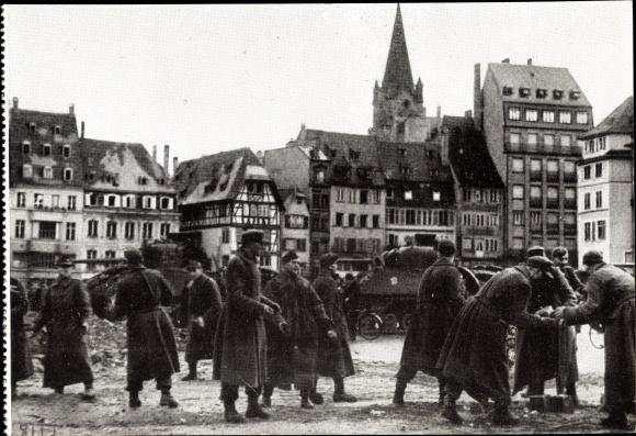 Ak Strasbourg Straßburg Elsass Bas Rhin, Libération 23.11.1944, Prisonniers employés au nettoyage