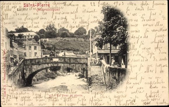 Ak Saint Pierre Martinique, Le Pont de pierre, Brücke