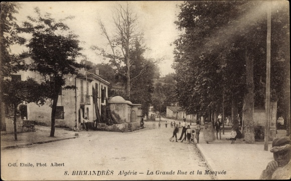 Ak Birmandres Algerien, La Grande Rue et la Mosquee, Straße an der Moschee