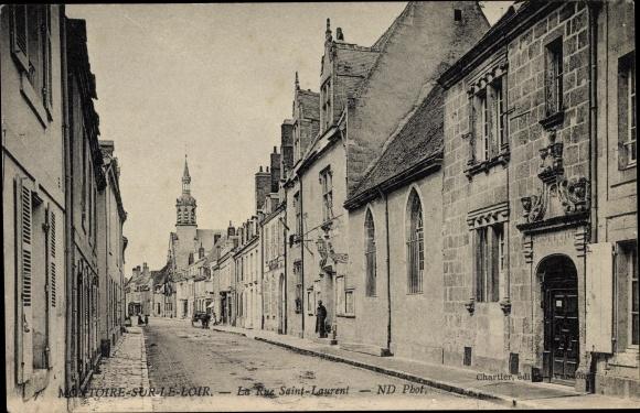 Ak Montoire sur le Loir et Cher, La Rue Saint Laurent, Straßenpartie, Kirche