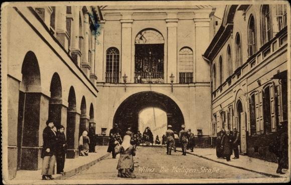 Ak Vilnius Wilna Litauen, Die Heiligen Straße, Passanten