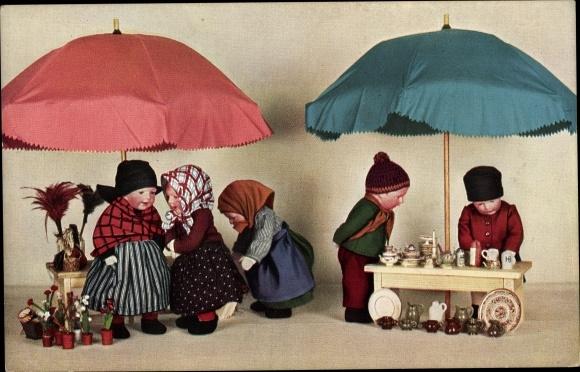 Ak Käthe Kruse Puppen, Marktstände, Schirme