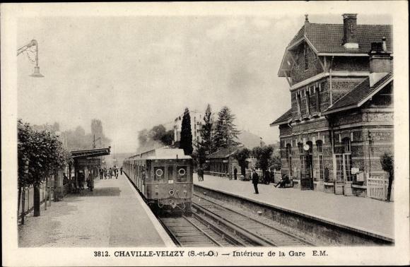 Ak Chaville Hauts de Seine, Intérieur de la Gare, Bahnhof, Gleisseite, Zug