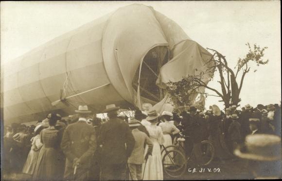 Foto Ak Göppingen in Baden Württemberg, Absturzstelle des Zeppelin Z II, Schaulustige, 1909