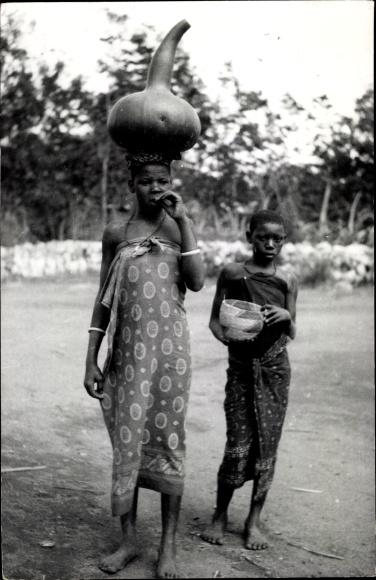 Foto Ak Tanganjika Tansania, Afrikanerinnen, Flaschenkürbis