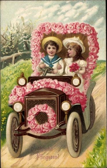Präge Litho Glückwunsch Pfingsten, Junge und Mädchen in einem Automobil, Rosenblüten