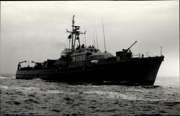 Foto Ak Deutsches Kriegsschiff, Regulus, M 1088, Minensuchboot, Bundesmarine