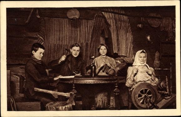 Ak Russische Familie, Spinnrad, Schuhreparatur, Stricken