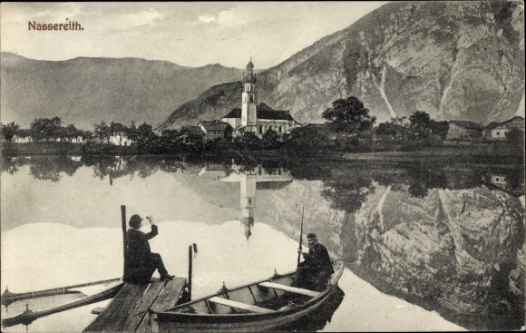 Ak Nassereith in Tirol, Kirche, Ruderboot, Wasserspiegelung