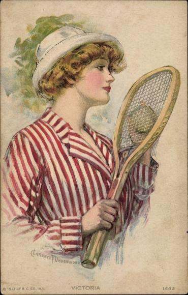 Künstler Ak Underwood, Clarence, Victoria, Frau mit Tennisschläger, gestreifte Bluse, Hut