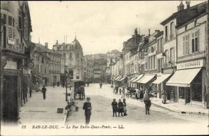 Ak Bar le Duc Lohringen Meuse, La Rue Entre Deux Ponts, Straßenansicht, Levy & Fils 32
