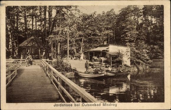 Ak Międzyzdroje Misdroy Pommern, Jordansee, Holzbrücke, Anlegestelle