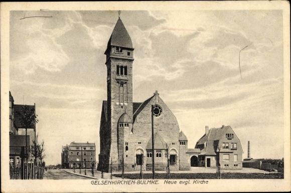 Ak Bulmke Gelsenkirchen im Ruhrgebiet, Neue Evgl. Kirche, Gesamtansicht, Wohnhäuser