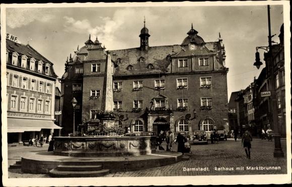Ak Darmstadt in Hessen, Rathaus mit Marktbrunnen, G. Teodor Kalbfuss