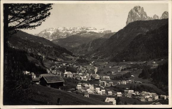 Ak St. Ulrich in Gröden Ortisei Südtirol, Ortschaft mit Landschaftsblick