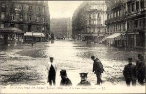 Ak Paris Frankreich, Inondations en Janvier 1910, A la Gare Saint Lazare