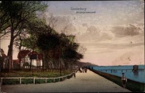 Ak Sønderborg Sonderburg Dänemark, Strandpromenade, Spaziergänger