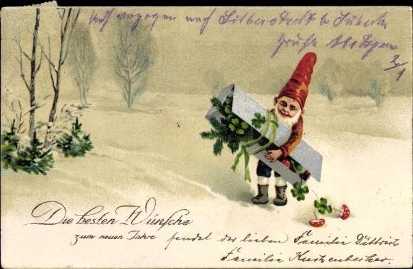 Ak Glückwunsch Neujahr, Zwerg mit Geschenk, Kleeblätter, Fliegenpilze