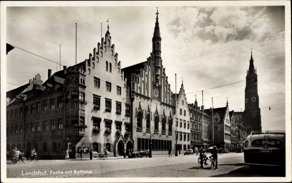 Ak Landshut in Niederbayern, Rathaus, Glockenturm, Straßenpartie