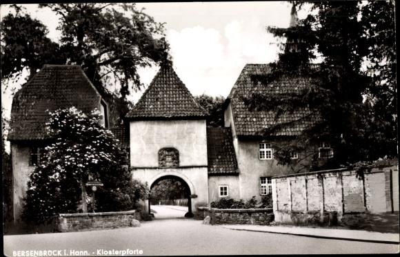 Ak Bersenbrück in Niedersachsen, Klosterpforte, Mauer, Häuser