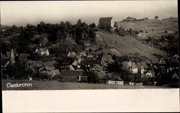 Foto Ak Cleebronn Baden Württemberg, Gesamtansicht des Ortes, Kirche, Wohnhäuser
