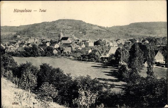 Ak Künzelsau Baden Württemberg, Gesamtansicht der Stadt, Kirche, Umgebung