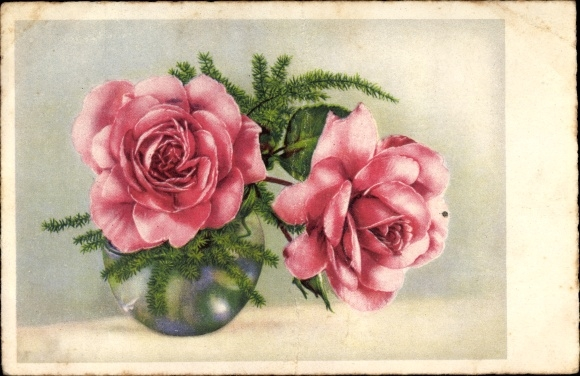 Künstler Ak Zwei Rosa Rosenblüten und Nadelzweige in einer Blumenvase