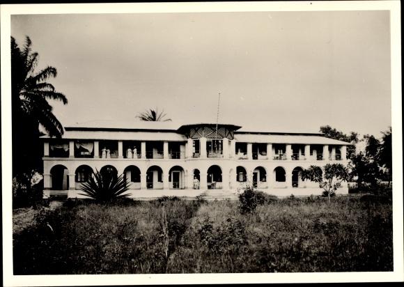 Foto Ak Kamerun, Missionarschule?, Gesamtansicht