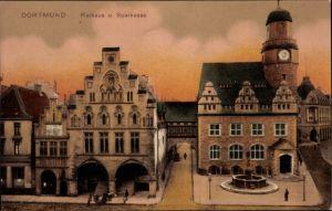 Ak Dortmund im Ruhrgebiet, Rathaus u. Sparkasse, Frontalansicht, Brunnen, Häuserfassaden, Dämmerung