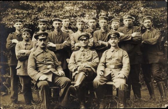 Foto Ak Deutsche Soldaten in Uniformen, Offiziere, Gruppenfoto, I. WK