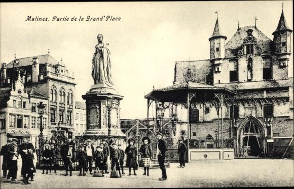 Ak Mechelen Malines Flandern Antwerpen, Partie de la Grand'Place, statue, enfants