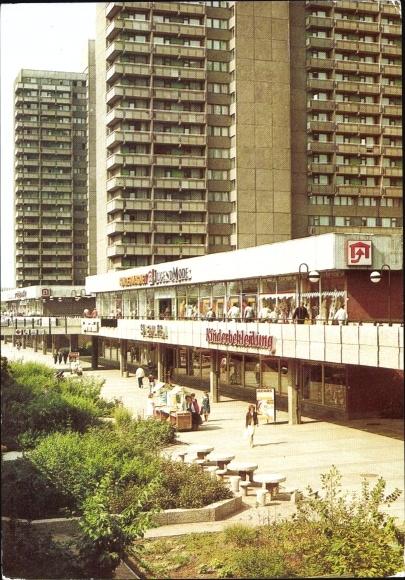 Ak Halle Neustadt, Stadtzentrum, Plattenbauten, Einkaufszentrum