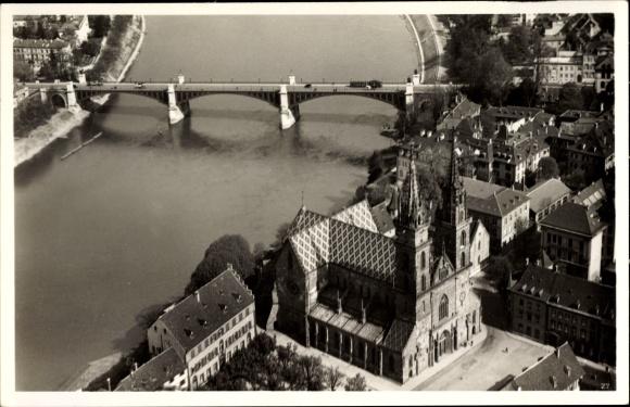 Ak Basel Schweiz, Münster, Brücke, Blick über die Dächer der Stadt, Fliegeraufnahme