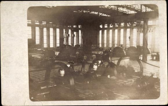 Foto Ak Kraftwerk, Maschinenhalle, Innenansicht, Generatoren