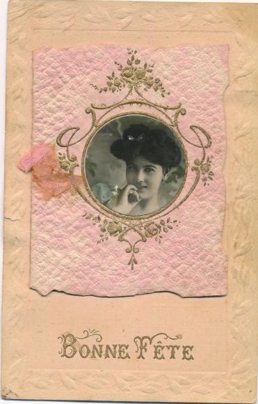 Material Foto Ak Bonne Fete, Glückwunsch Geburtstag, Portrait einer jungen Frau, Schleife