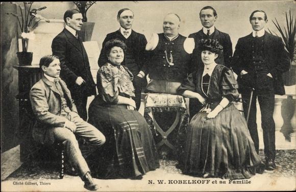 Ak N.W. Kobelkoff et sa Famille, Mann ohne Gliedmaßen, Familienportrait
