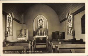 Ak Elend Oberharz am Brocken, Blick in die kleinste Kirche Deutschlands