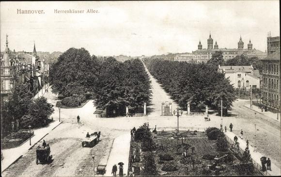 Ak Hannover in Niedersachsen, Herrenhäuser Allee, Gartenarbeit, Kutsche, Häuserfassaden