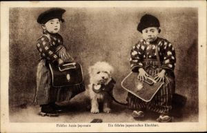 Ak Fidèles Amis japonais, Ein fideles japanisches Kleeblatt, Jungen, Hund