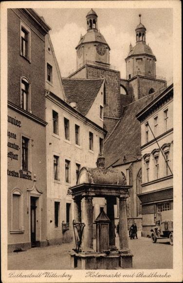 Ak Lutherstadt Wittenberg, Holzmarkt mit Stadtkirche