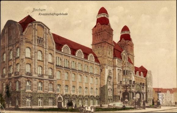Ak Bochum im Ruhrgebiet, Knappschaftsgebäude, Gesamtansicht, Eingang, Straßenseite