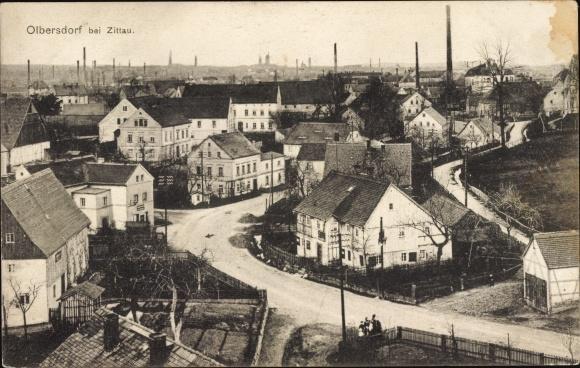 Ak Olbersdorf in Sachsen, Straßenpartie, Blick über die Dächer der Stadt