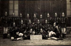 Foto Ak Bitche Bitsch Lothringen Moselle, Deutsche Soldaten in Uniformen, 1909, Korporalschaft
