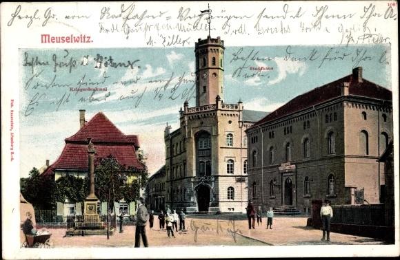 Ak Meuselwitz Thüringen, Kriegerdenkmal, Hotel Stadthaus, Kinderwagen, Passanten