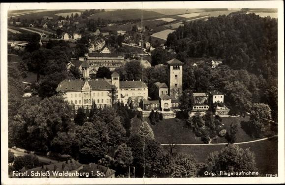 Ak Waldenburg Sachsen, Fürstliches Schloss, Panorama, Fliegeraufnahme