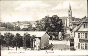 Ak Bad Pyrmont in Niedersachsen, Brunnenplatz u. Kirche, G. W. Weitz, Kirche, Wohnhäuser