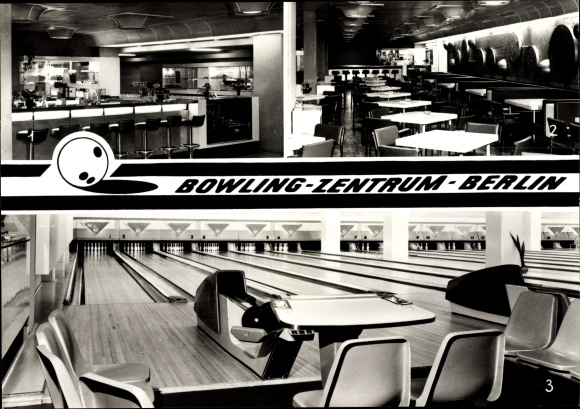 Ak Berlin Mitte, Bowling Zentrum Berlin, Innenansichten