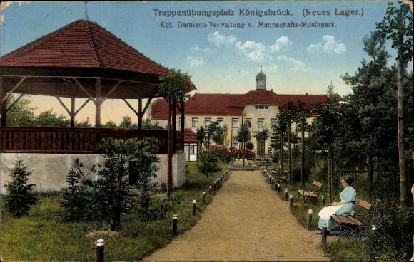 Ak Königsbrück in der Oberlausitz, Kgl. Garnison Verwaltung u. Mannschafts Musikpark, Pavillon, Dame